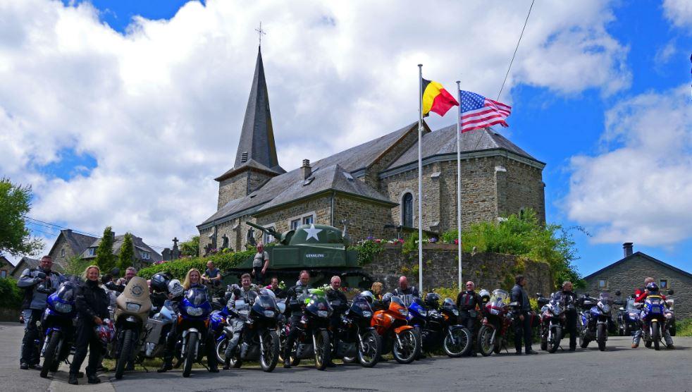 Zweireihiges Gruppenbild vom Frühsommertreffen in den Ardennen - Bericht und Bilder sind Online