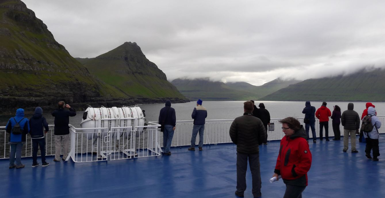 Passage durch die Färöer-Inselgruppe