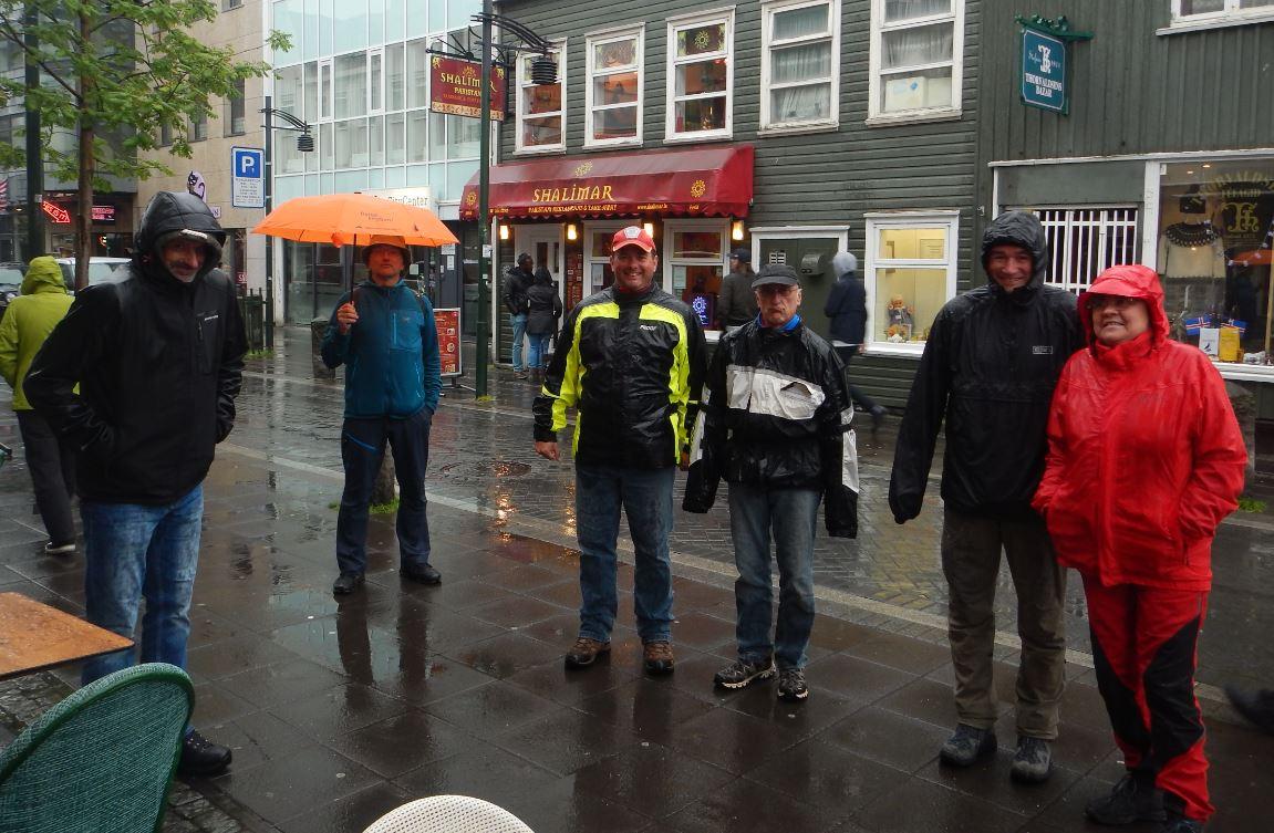Transalper als Bustouristen in Reykjavik