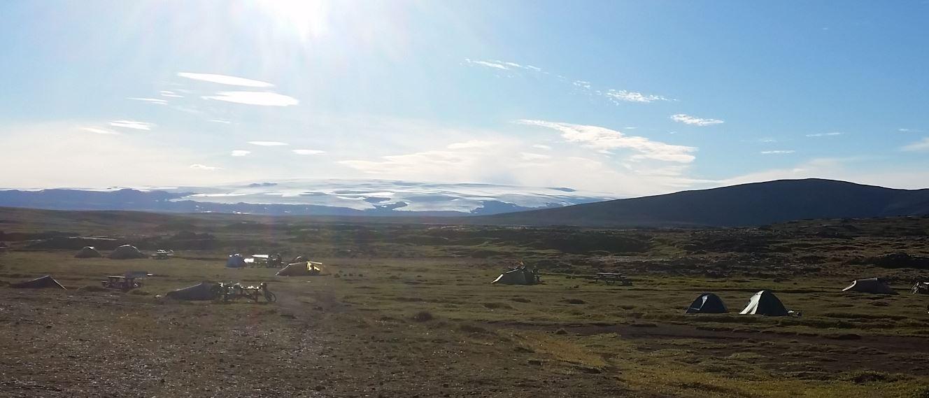 Der erste Blick morgens aus dem Zelt auf den Hofsjökull